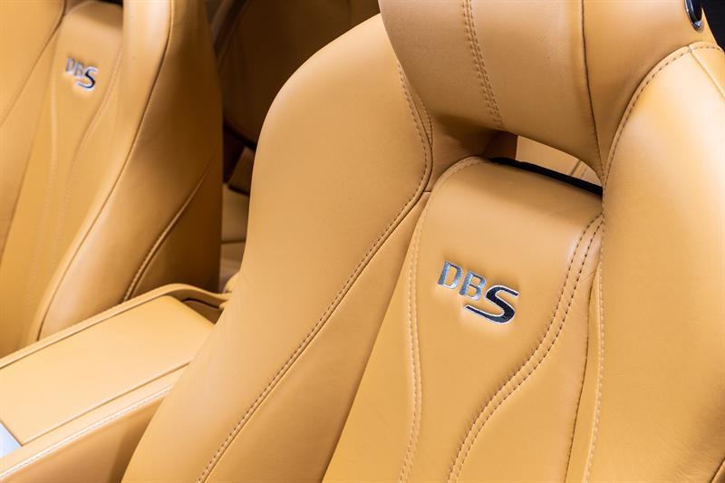 Aston Martin DBS Volante 9