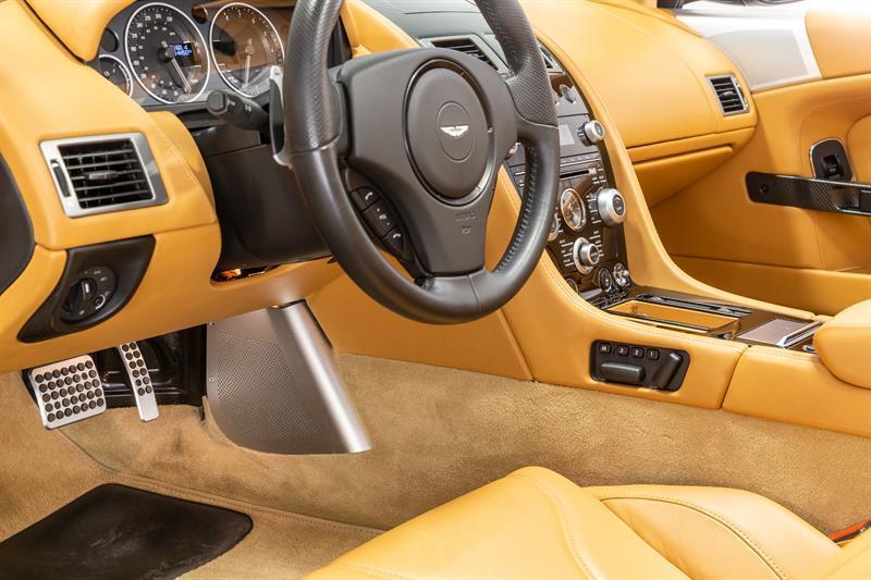 Aston Martin DBS Volante 10