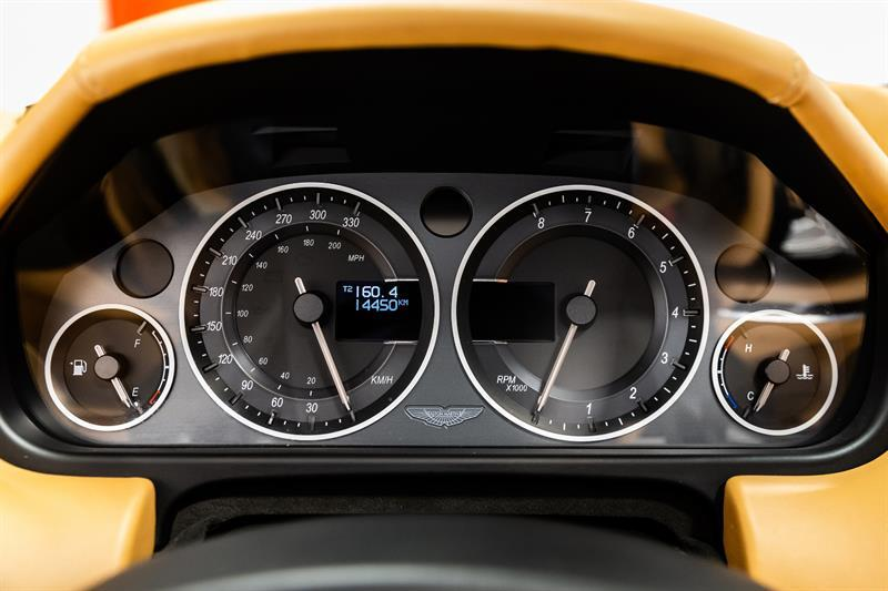 Aston Martin DBS Volante 11