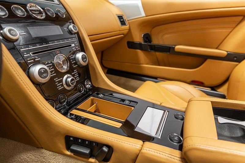 Aston Martin DBS Volante 12