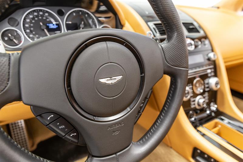 Aston Martin DBS Volante 13