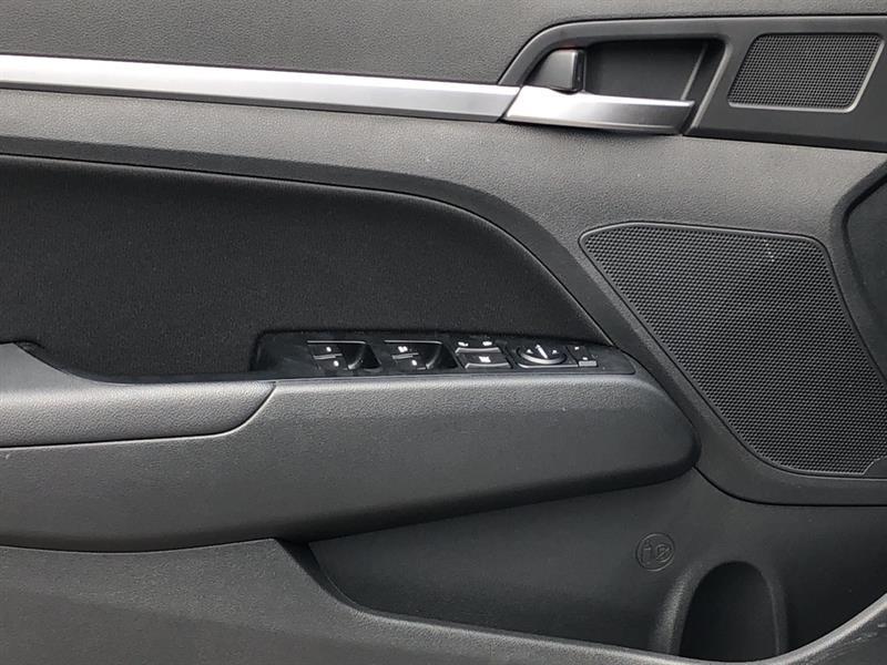 Hyundai Elantra 11