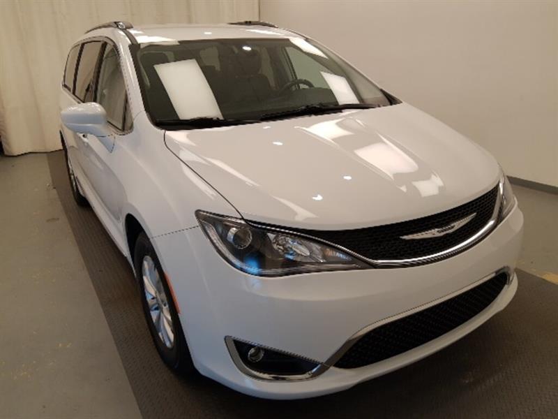 Chrysler Pacifica 3