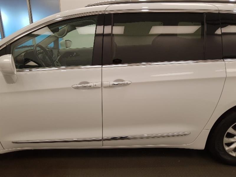 Chrysler Pacifica 8