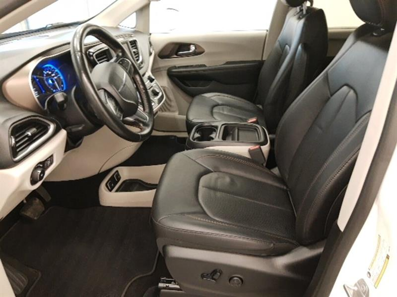 Chrysler Pacifica 11