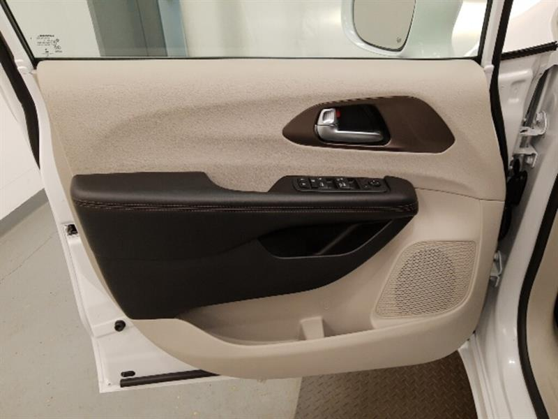 Chrysler Pacifica 12