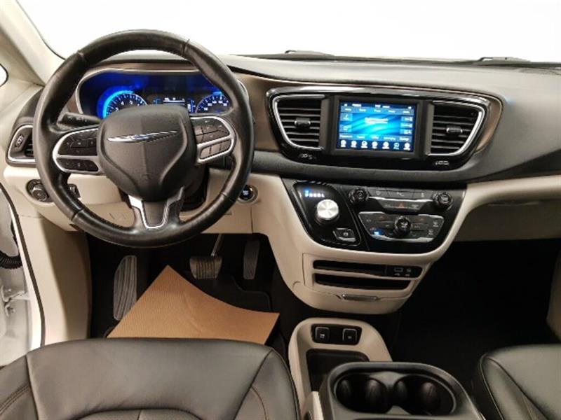 Chrysler Pacifica 15