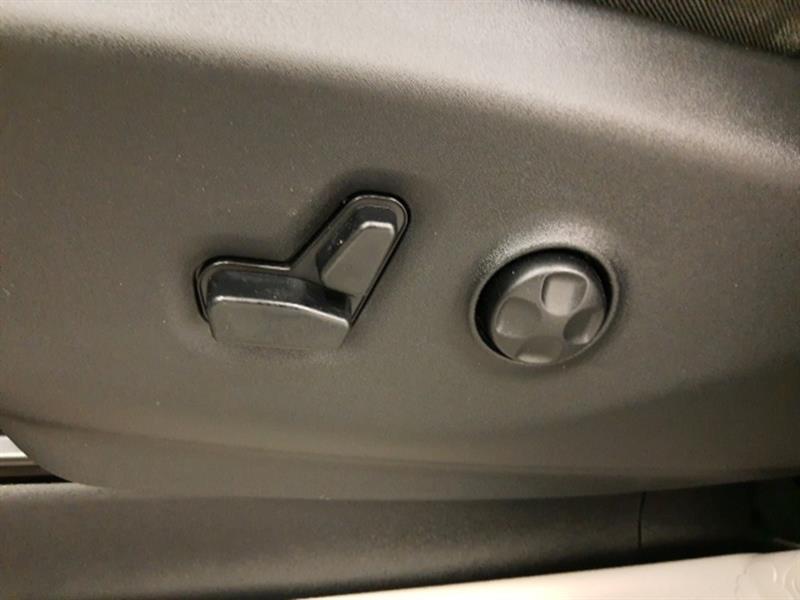 Chrysler Pacifica 16