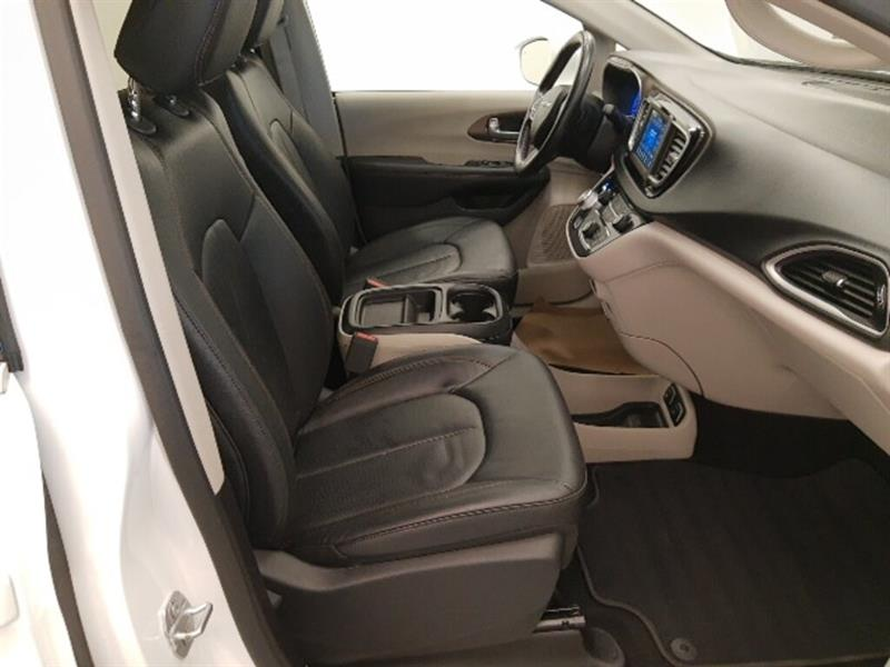 Chrysler Pacifica 17