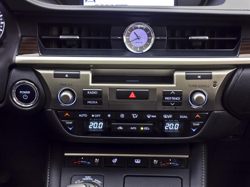 Lexus ES 300h 24