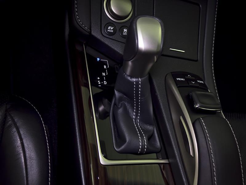 Lexus ES 300h 25