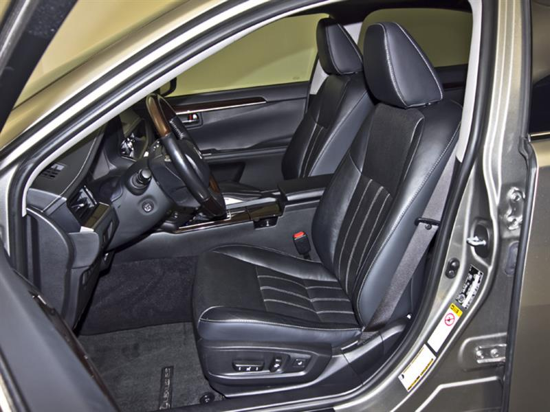 Lexus ES 300h 33