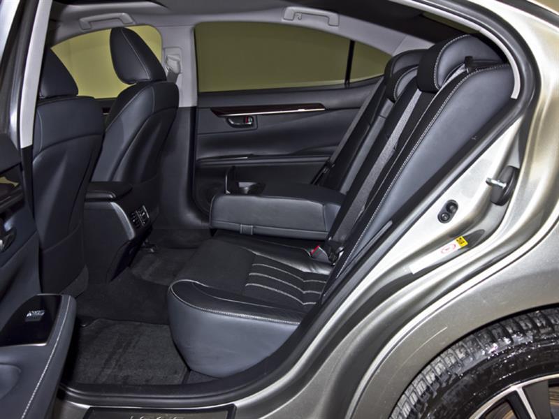 Lexus ES 300h 34