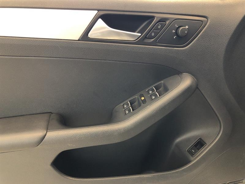 Volkswagen Jetta Sedan 10