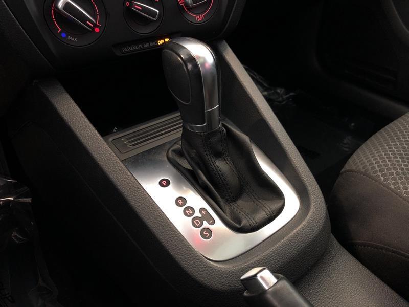 Volkswagen Jetta Sedan 17