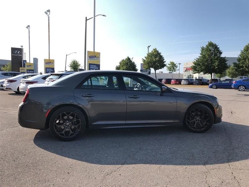 Chrysler 300 7