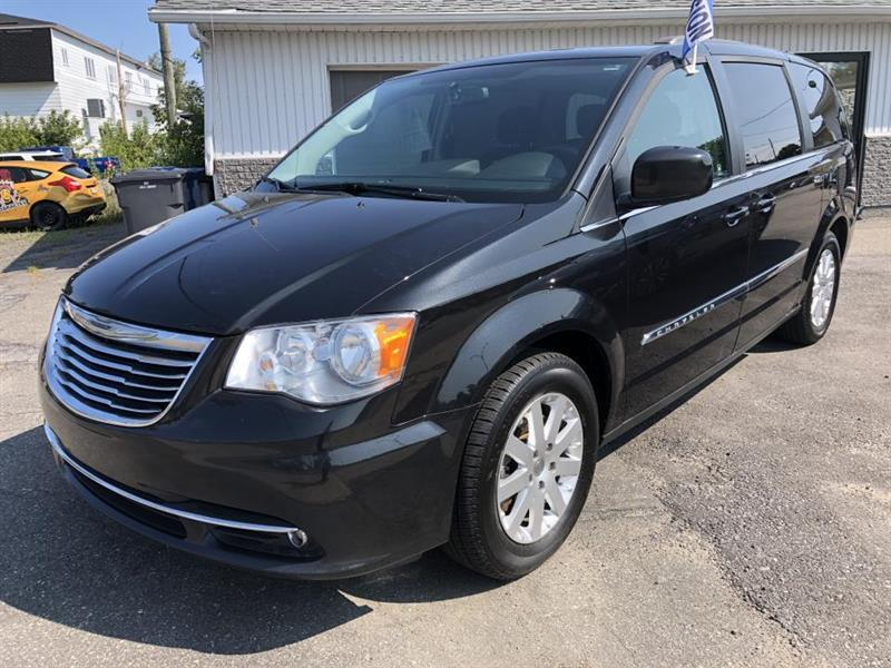 2016 Chrysler  Town & Country Familiale Stow and Go Premium