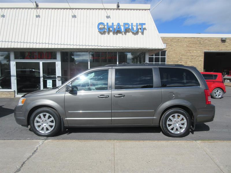 2010 Chrysler Town - Country