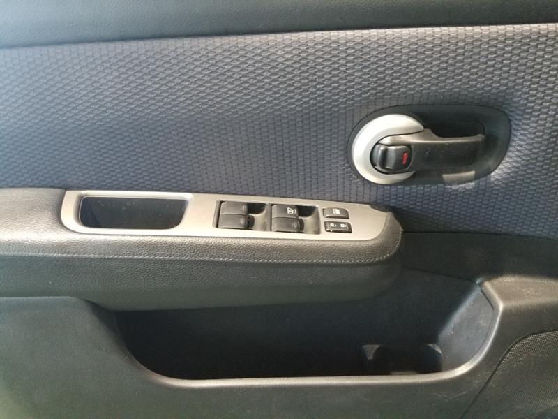 Nissan Versa 10