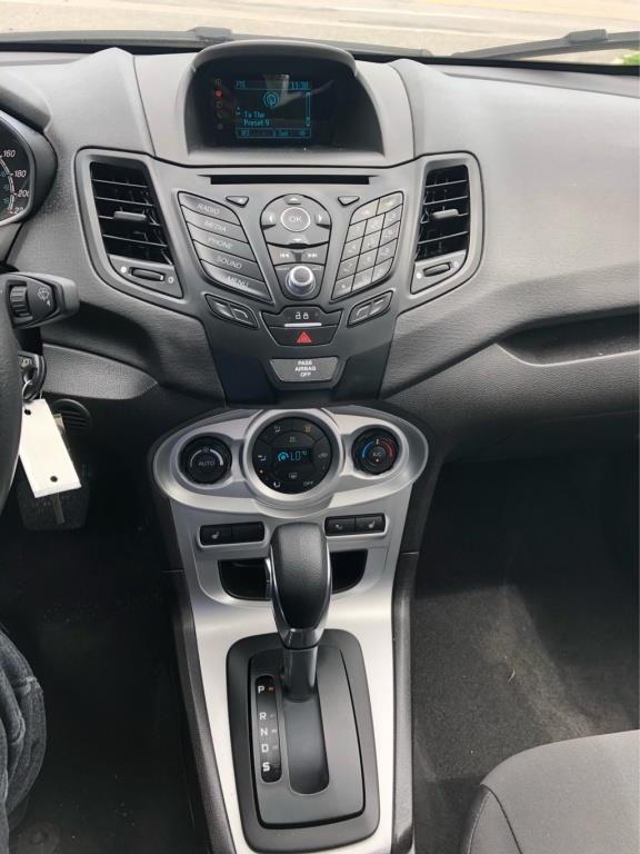 Ford Fiesta Sedan 10