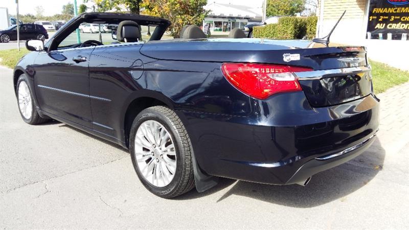 Chrysler 200 3
