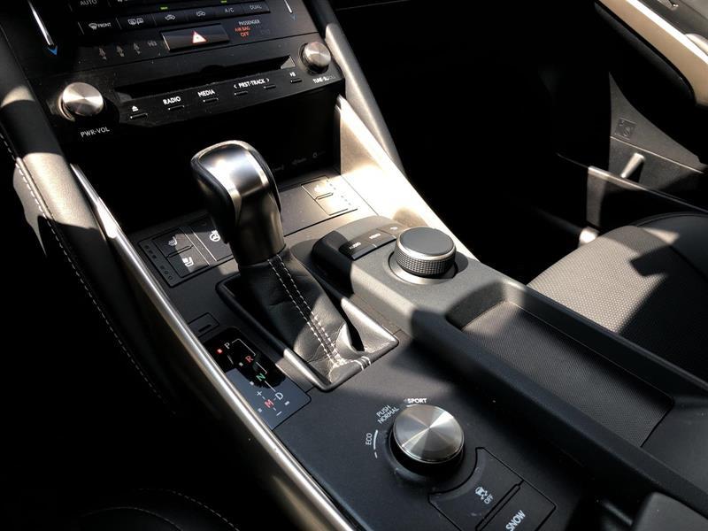 Lexus IS 300 16