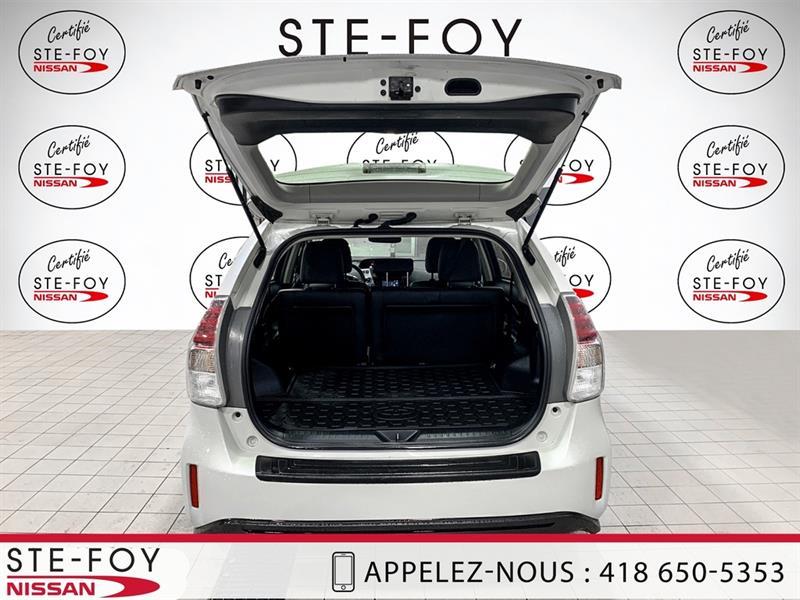 Toyota Prius V 4