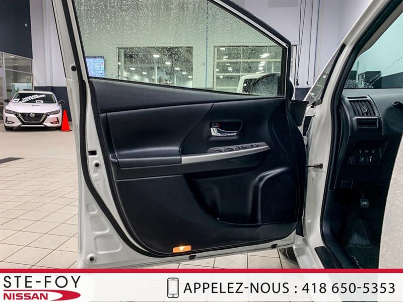 Toyota Prius V 11