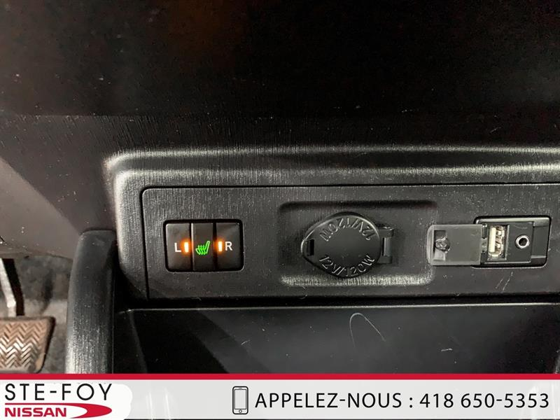 Toyota Prius V 17