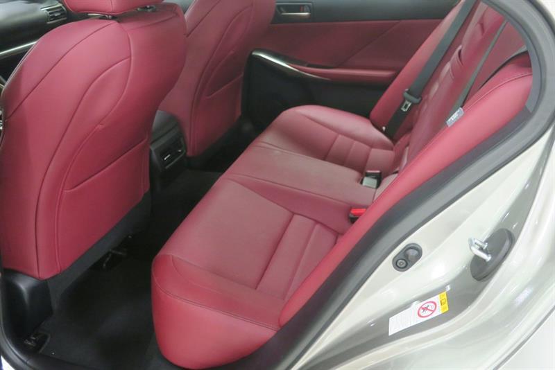 Lexus IS 300 12