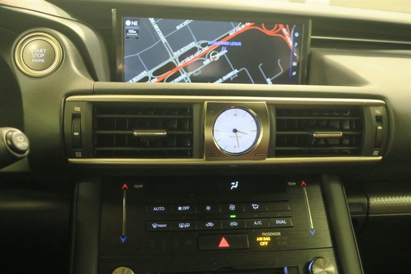 Lexus IS 300 21