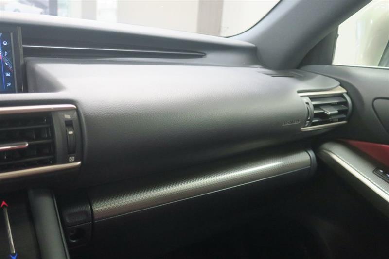 Lexus IS 300 24