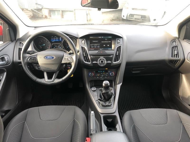 Ford Focus Sedan 11