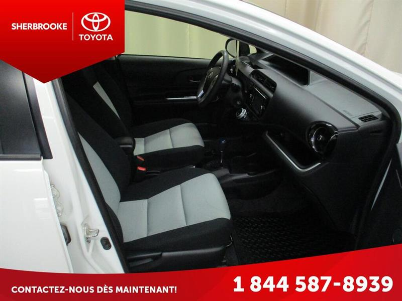 Toyota Prius C 13