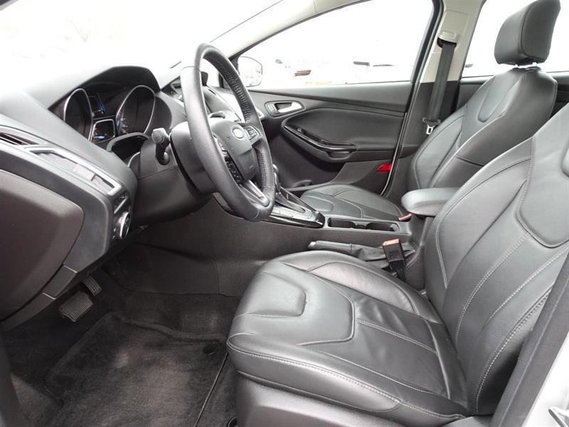 Ford Focus Hatchback 11