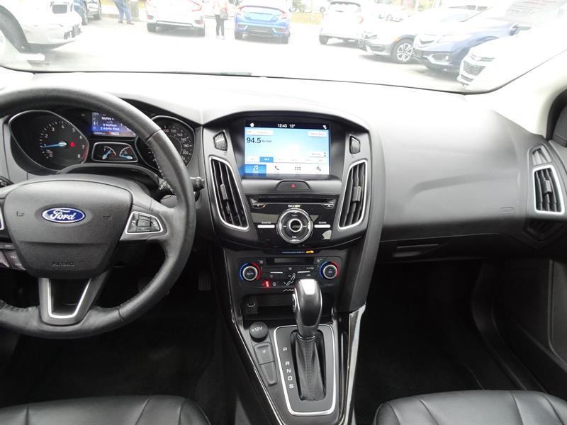 Ford Focus Hatchback 14