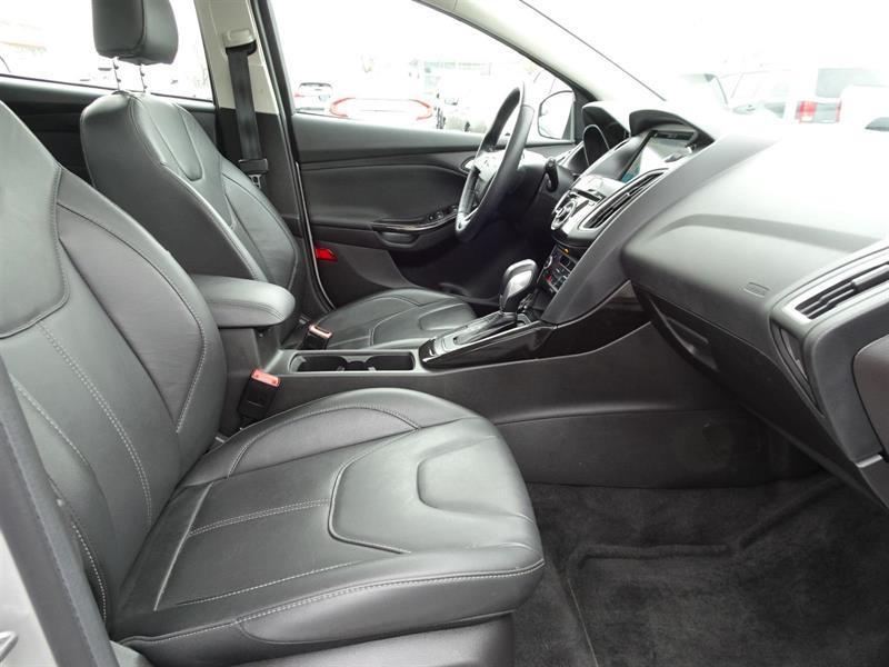 Ford Focus Hatchback 17