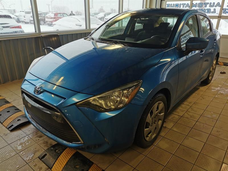2016 Toyota  Yaris berline + air climatisé + Blue
