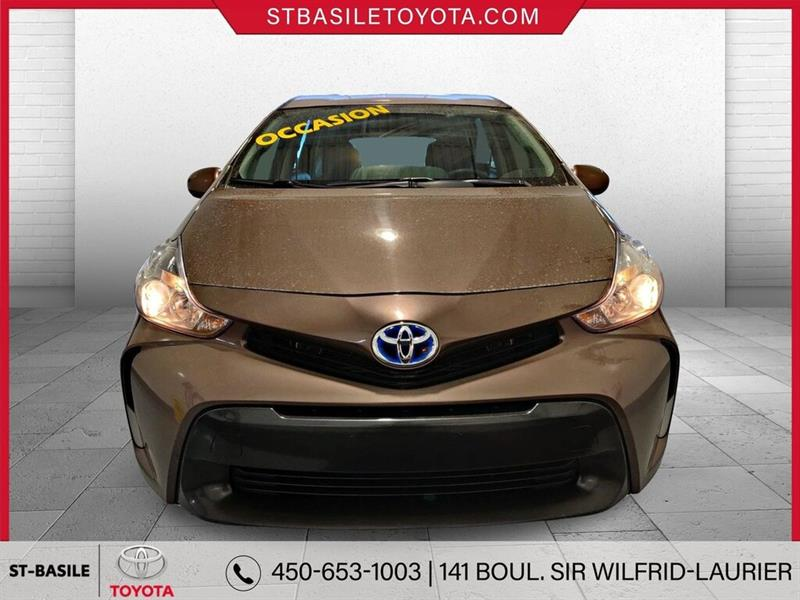 Toyota Prius V 2