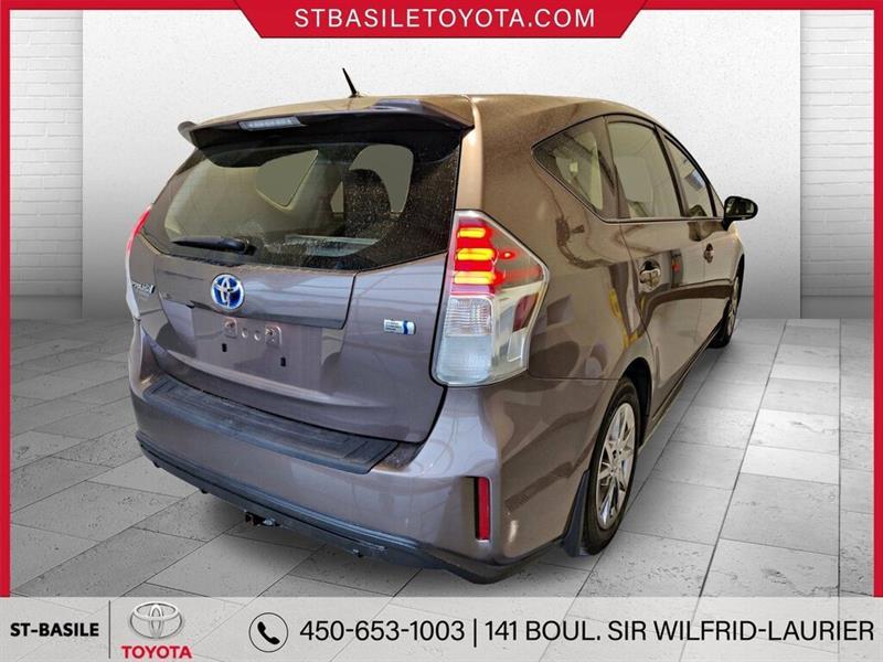 Toyota Prius V 5