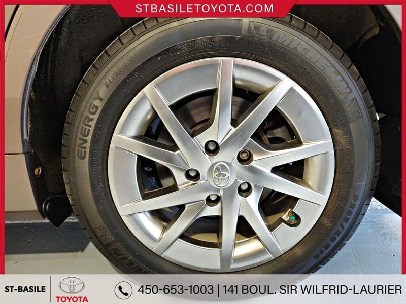 Toyota Prius V 7