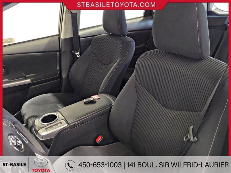 Toyota Prius V 8