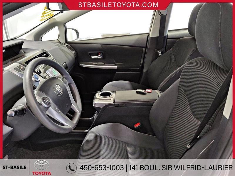 Toyota Prius V 9