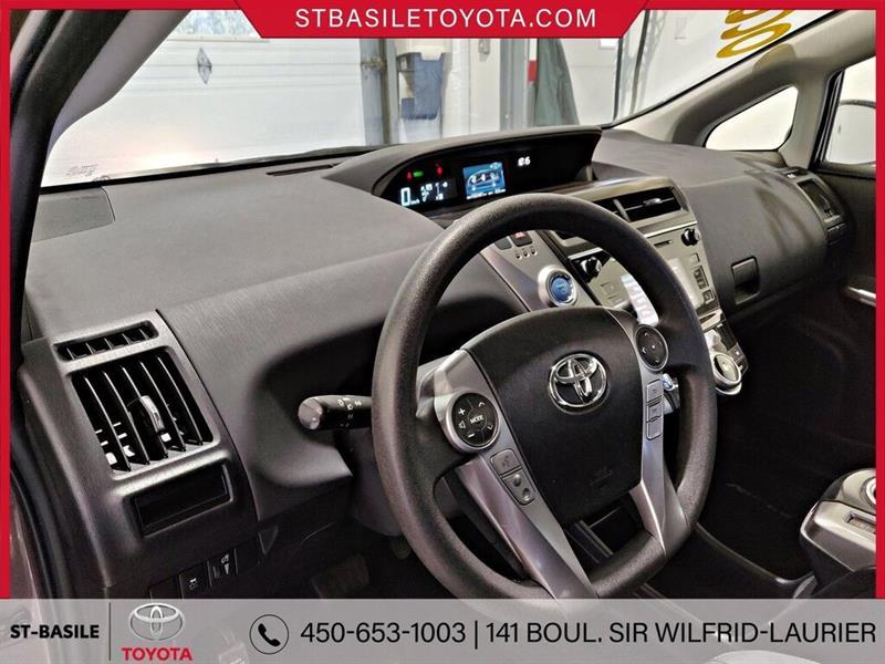 Toyota Prius V 10