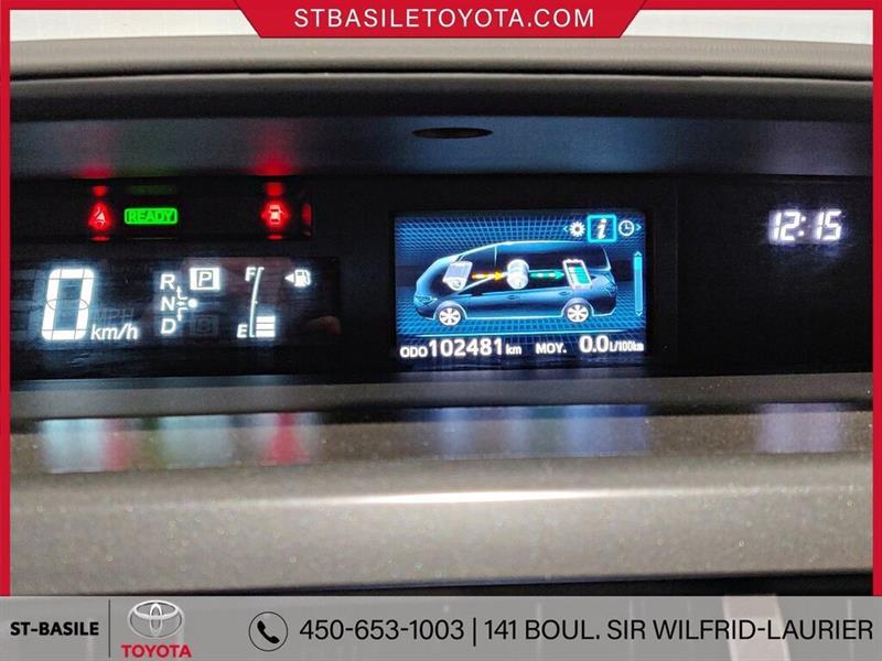 Toyota Prius V 16