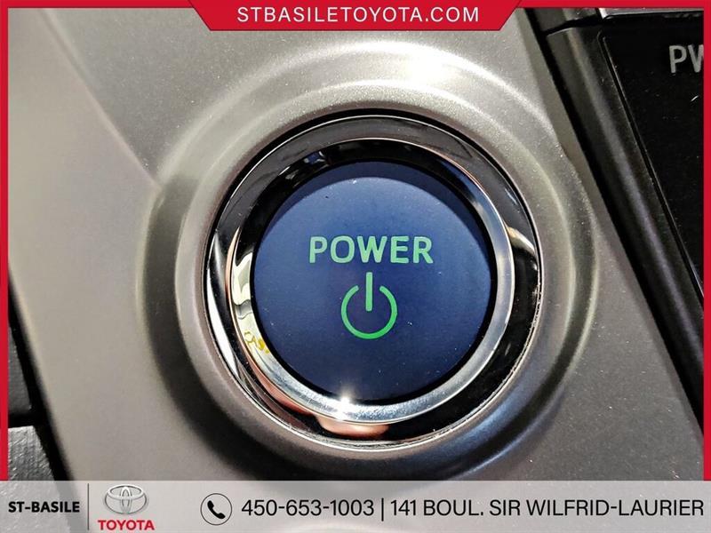 Toyota Prius V 19