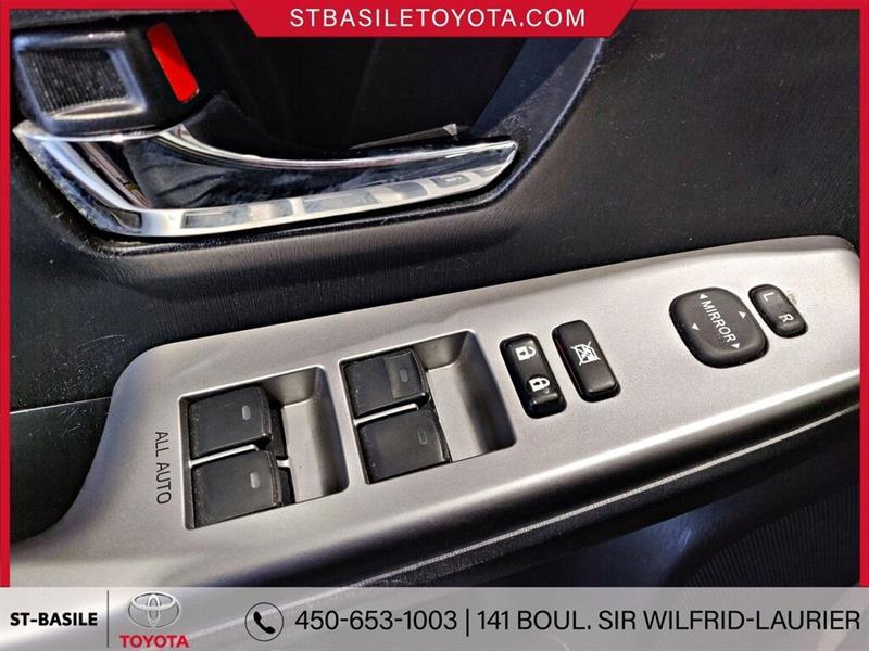 Toyota Prius V 23