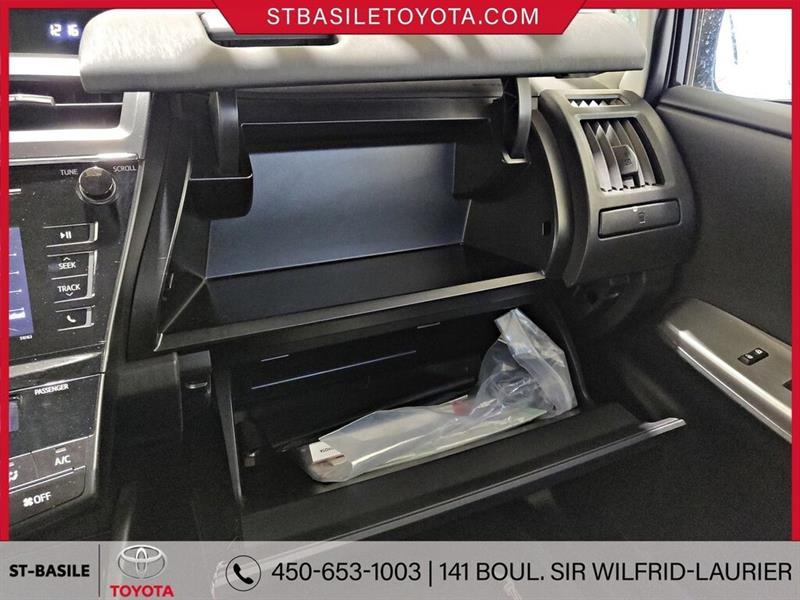 Toyota Prius V 24