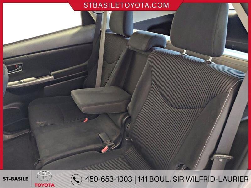 Toyota Prius V 27