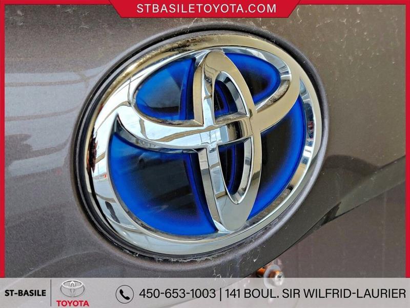 Toyota Prius V 30